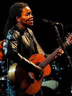 Is Tracy Chapman Gay? - vooxpopuli.com